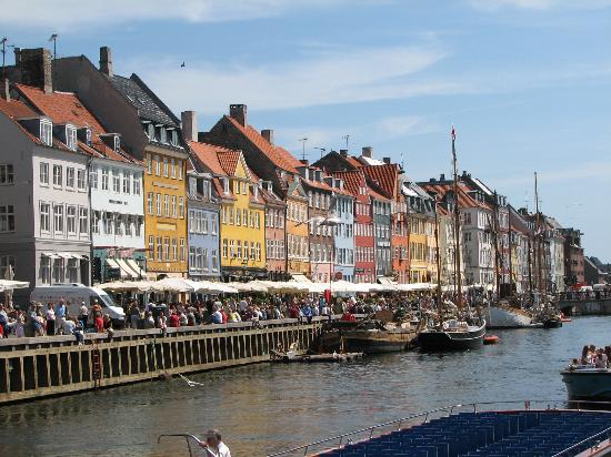 http://media-cdn.tripadvisor.com/media/photo-s/00/15/b6/c3/new-harbor-nyhavn.jpg