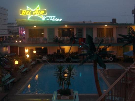 Bel-Air Motel: at night.