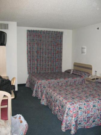 Motel 6 Seymour: Your standard two-bed room.