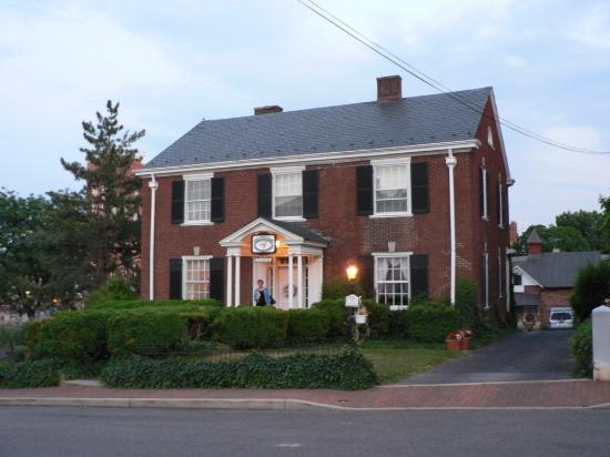 The Staunton Choral Gardens Bed and Breakfast: The Choral Gardens B & B at Dusk