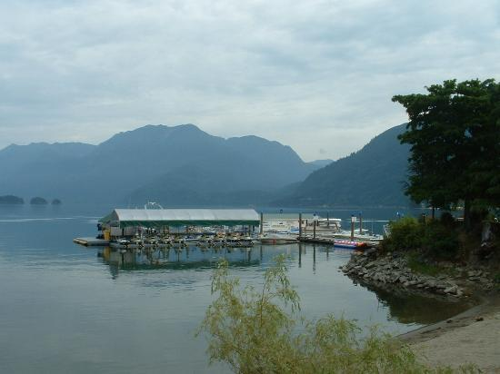 Harrison Hot Springs, Canadá: Lake & mtns as seen from hotel