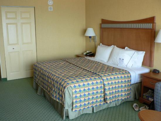 Fairfield Inn & Suites Virginia Beach Oceanfront: Comfy King