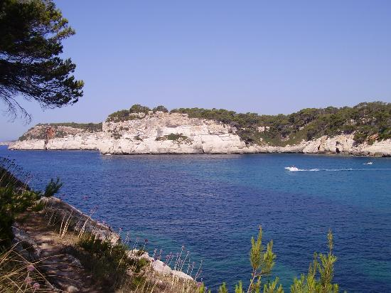 Cala Galdana, Spanien: across the bay