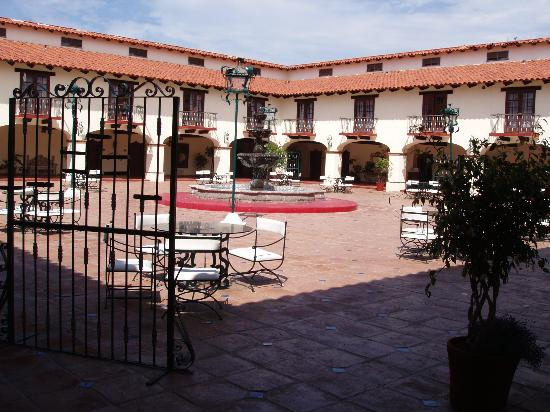 Hotel Hacienda Bajamar: Inside Courtyard to all the Rooms
