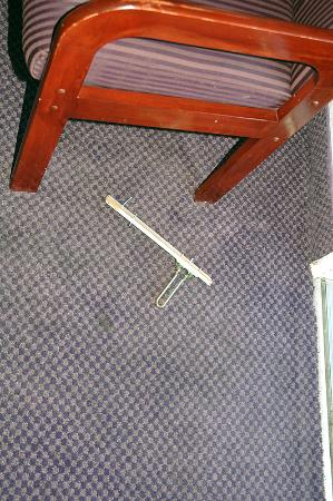 BEST WESTERN Inn Santa Clara : Broken Door Hardware