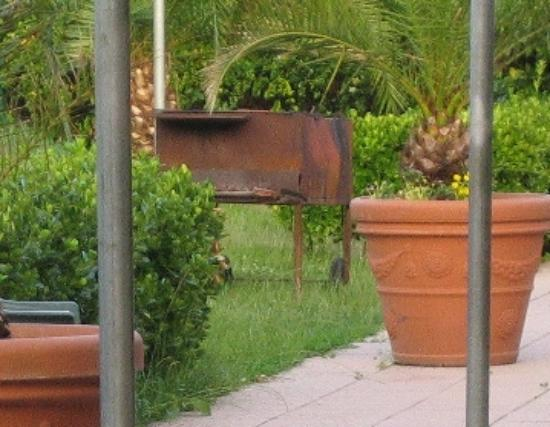 Cinquale, Italy: dirty, rusty, old barbecue