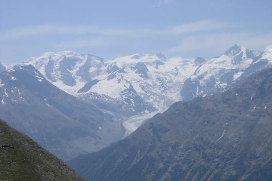 St. Moritz, Schweiz: Bernina mountain range on one of the walks.
