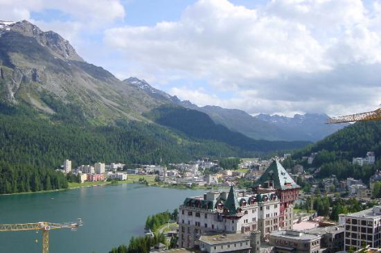 St. Moritz, Schweiz: View of St. Motitz from my room. Badrutt's Palace in the front.