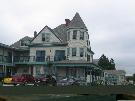 Inn on Onset Bay: View from the beach of the hotel