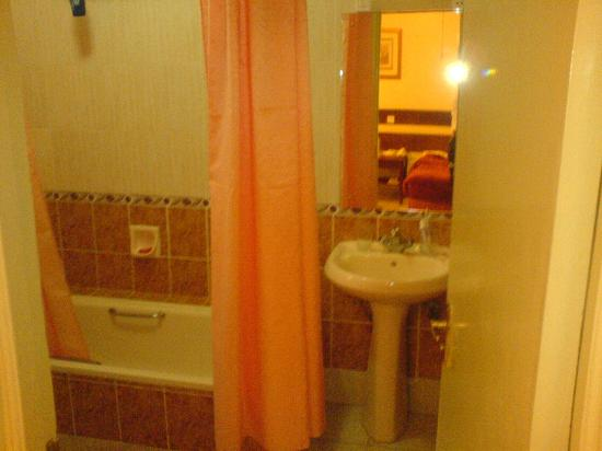 Sportsview Hotel: En-Suite Bathroom