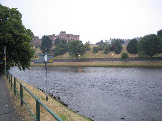 Strathness House: the river ness is at your front door