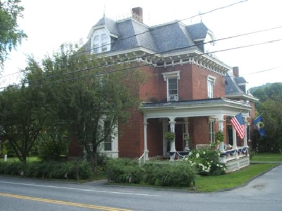 Parker House Inn and Restaurant: Side view of Parker House
