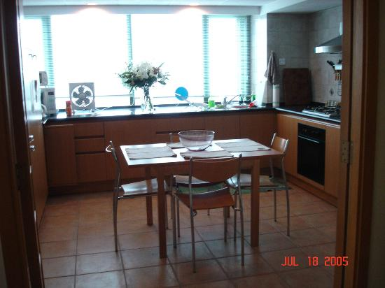 East Gate Plaza Service Apartment: kitchen