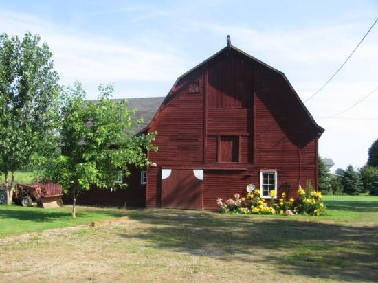 Gallets House Bed and Breakfast Inn: The barn outside of the Carriage House