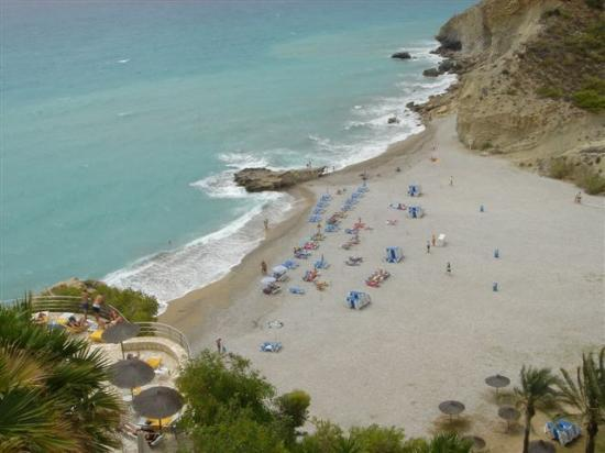 Villajoyosa, Espagne : The non nude beach! People at the pool looking over