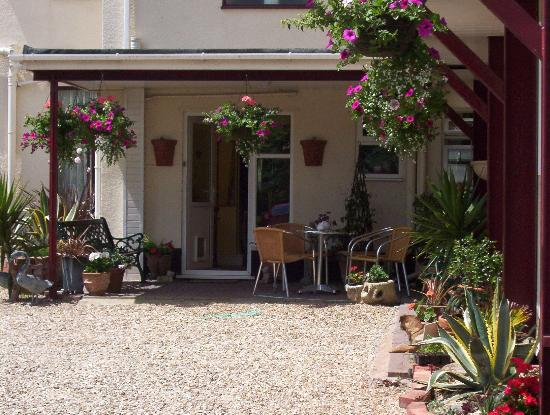 Southcombe Guest House: South terrace