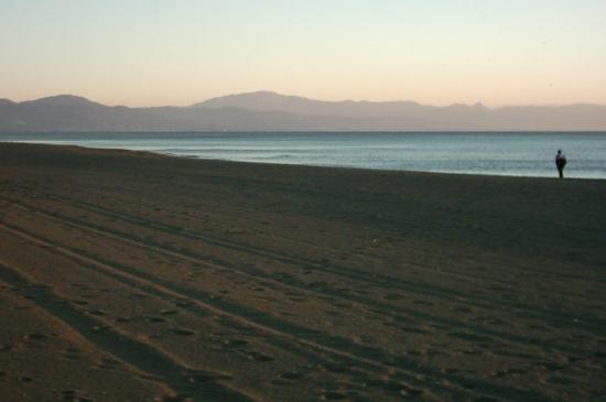 Apartments Buensol: Beach near Buensol (early morning)
