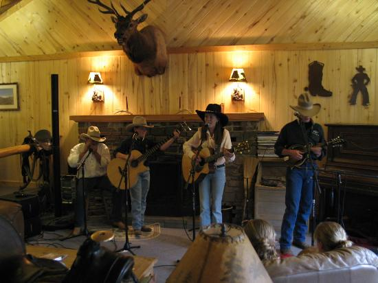 Elk Mountain Ranch: Different entertainment in the lodge every evening.