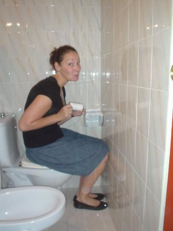 Pension Miami : Toilet facilities(yeah RIGHT!!) 