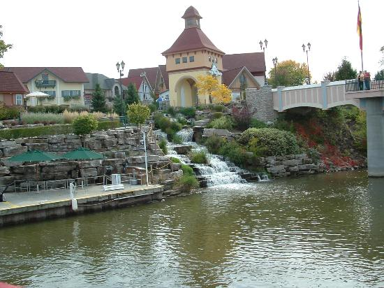 SpringHill Suites Frankenmuth: river place water falls