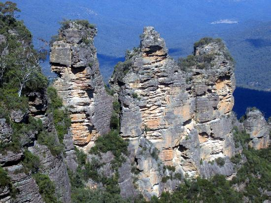 Sydney, Australia: The three Sisters at Katoomba in the Blus Mountains