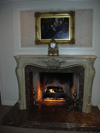 Ritz-Carlton St. Louis: Presidential Suite-fireplace