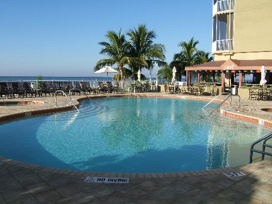 DiamondHead Beach Resort Hotel: Pool
