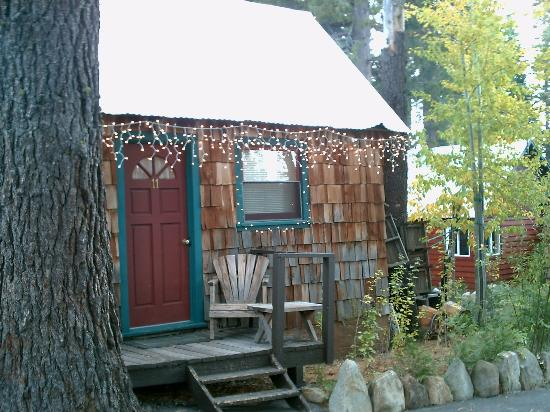 Tahoe Lake Cottages: Motel room, appears charming on the outside