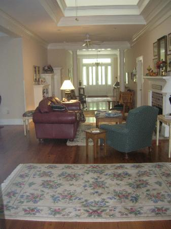 Old Mulberry Inn: Common area