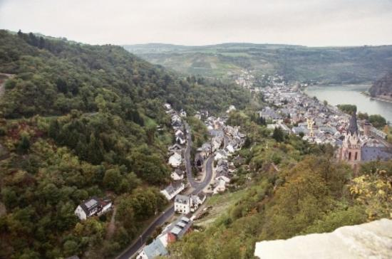 Castle Hotel Auf Schoenburg: the view down to Oberwesel