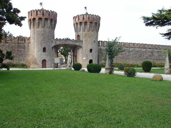 Castello di Roncade: Front of the Castle