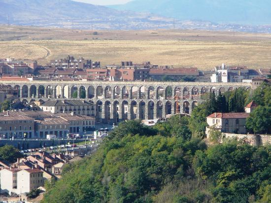 Parador de Segovia: View of Roman Aqueduct from Terrace