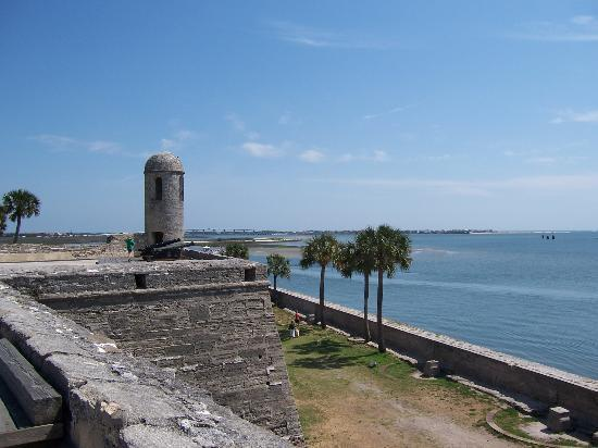 Saint Augustine, FL: The old Fortress, overlooking the sea