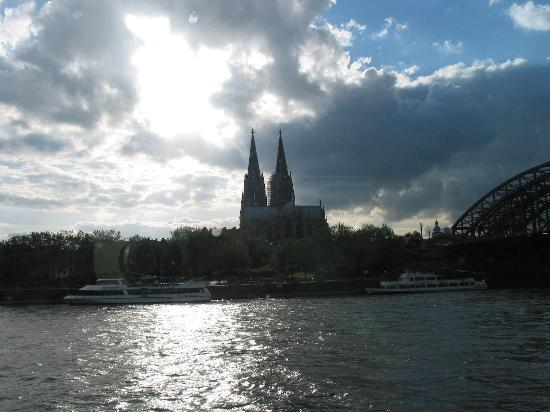 Köln, Deutschland: View of Dom from boat on the Rhein