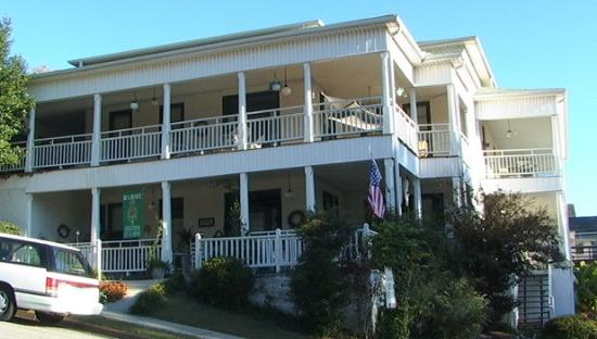 Photo of Lake Guntersville Bed and Breakfast