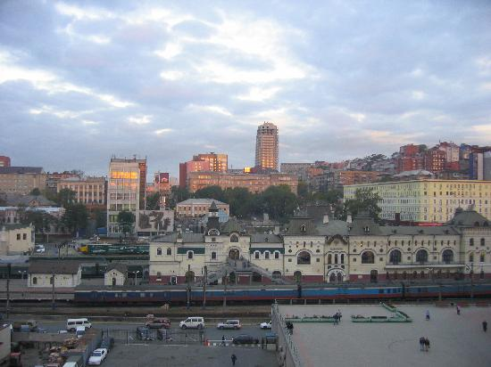 http://media-cdn.tripadvisor.com/media/photo-s/00/18/a5/04/city-view-of-vladivostok.jpg