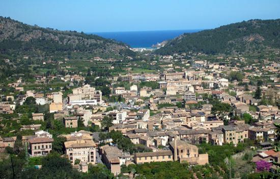 Sóller, Spania: Soller with views to the sea