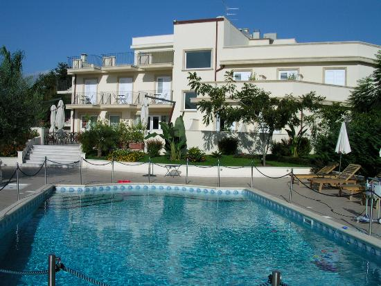 Taormina greek amphitheatre picture of villa daphne - Hotels in catania with swimming pool ...