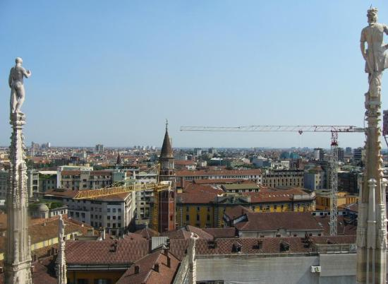 Mediolan, Włochy: View from Duomo Cathedral