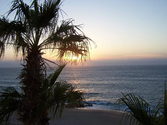 Hilton Los Cabos Beach & Golf Resort: sunrise from the room