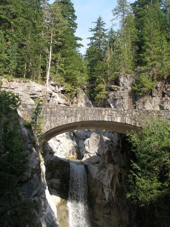 Parque Nacional Monte Rainier, WA: Bridge on road to Paradise