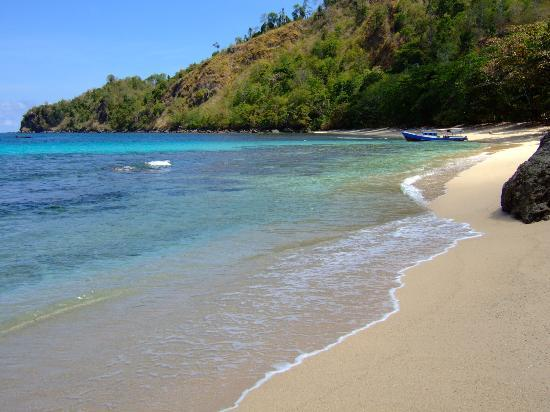 Sulawesi, Indonesia: Longbeach just a short walk away