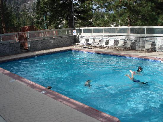 Ridge Pointe Tahoe: Heated Pool by the Clubhouse