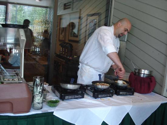 Ridge Pointe Tahoe: Chef at Omelet Bar
