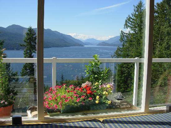 Sechelt Inlet B&B: this picture doesn't do it justice.