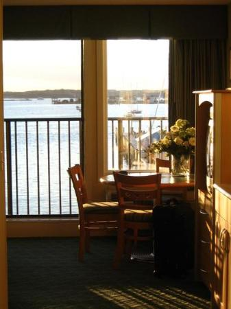 Wyndham Inn on the Harbor : Looking out from kitchen area