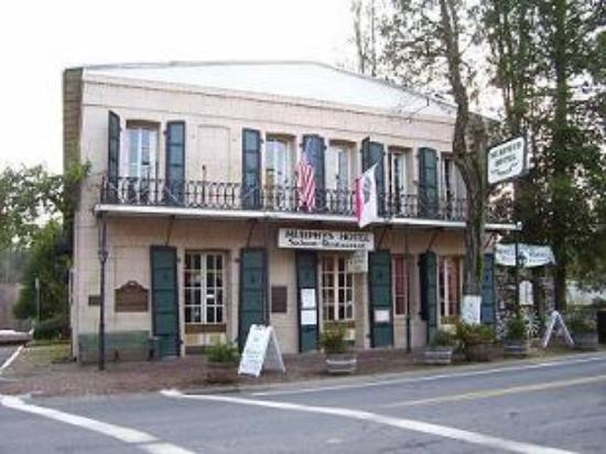 The Murphys Historic Hotel: The Murphys Hotel, we had the balcony room on the left