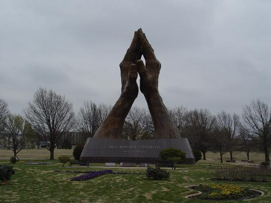 Tulsa, Оклахома: The Praying Hands