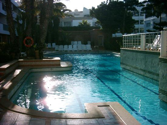 Hotel Kamal: the pool on xmas day 2006