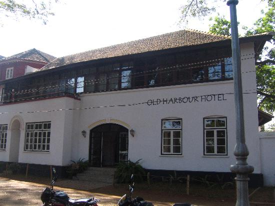 Old Harbour Hotel: Main Entrance